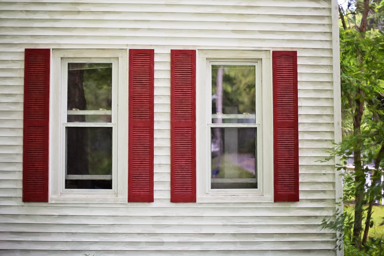 red-shutters-825752_1280